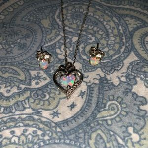 Jewelry - Opal necklace with earrings